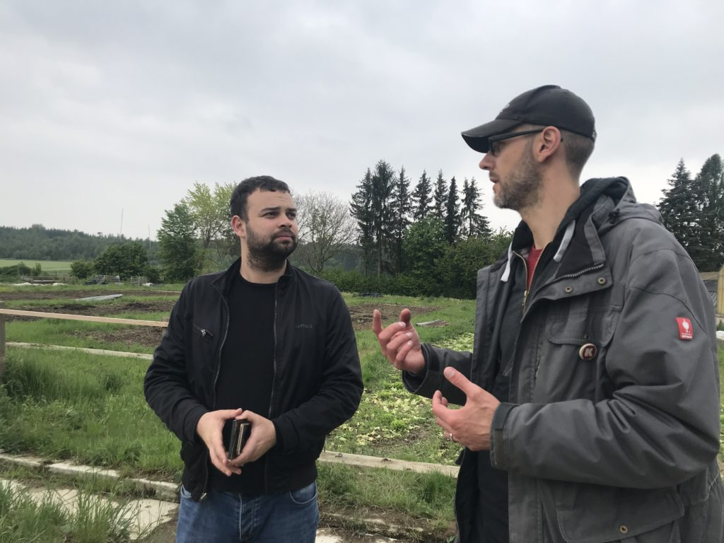 Kartoffel Kombinat, Daniel Überall (rechts) im Gespräch mit P. Curcovici